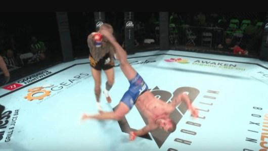 Le combattant français Davy Gallon claque un superbe K.O avec un incroyable coup de pied retourné