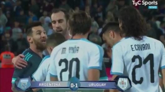 Cavani vs Messi : Viens te battre, l'attaquant du PSG s'explique sur son accrochage avec l'Argentin