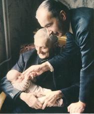 4 Photos des plus récentes de Dominique Richert ( novembre 98 en famille. 77 ans )