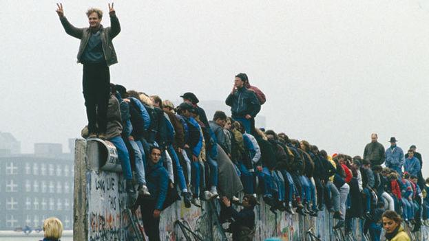 La caída del Muro de Berlín o el nacimiento de una nueva era (Foto de archivo)