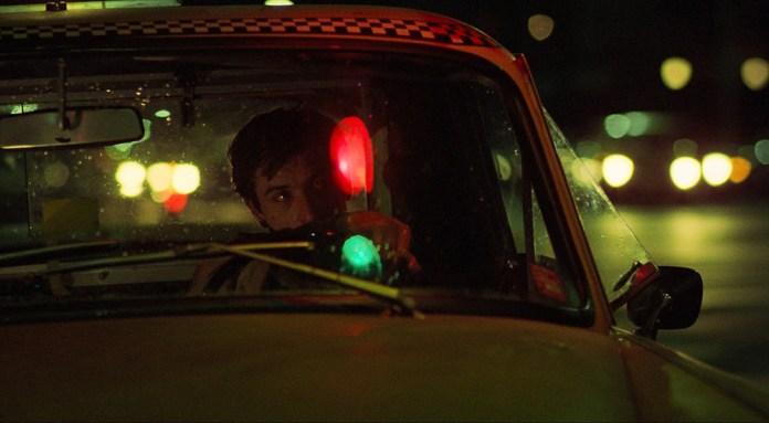 Fig. 8: Travis bag rattet – på vagt og på afstand.
