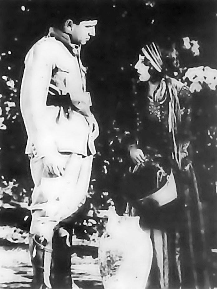 Fig. 2. Abdolhosain Sepanta og Roohangiz Saminejad i den første persiske talefilm Lor pigen instrueret af Ardeshir Irani, 1934.