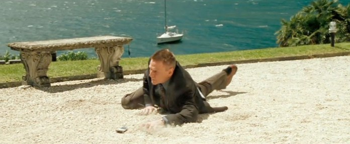 Fig. 1: Mr. White bliver i slutningen af Casino Royale skudt i benet.