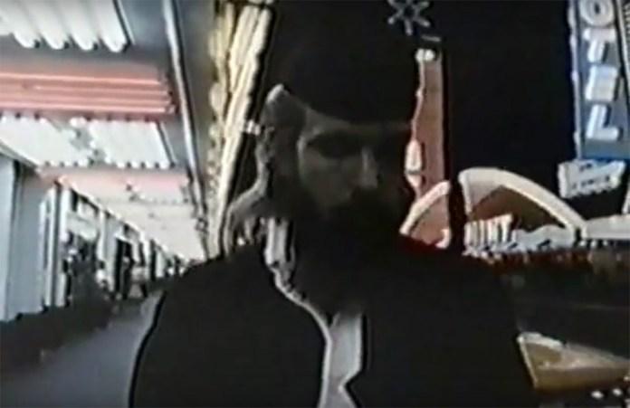 Fig. 5: Den øvrige rammesætning for filmens fortælling er ud over interviewoptagelser med Neil Young en fiktiv beretning om karakteren The Graduate. Han dukker op gennem hele filmen iført studenterhue og kappe og bliver både gennemtæsket og efterladt midt i ørkenen, indtil han render fremmedgjort rundt på Hollywood Boulevard.