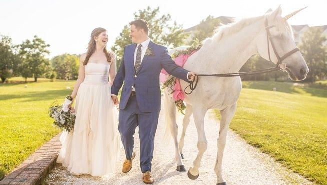 Entrada con los novios de boda a caballo