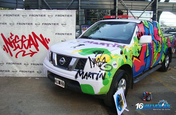 Nissan y Martin Palermo