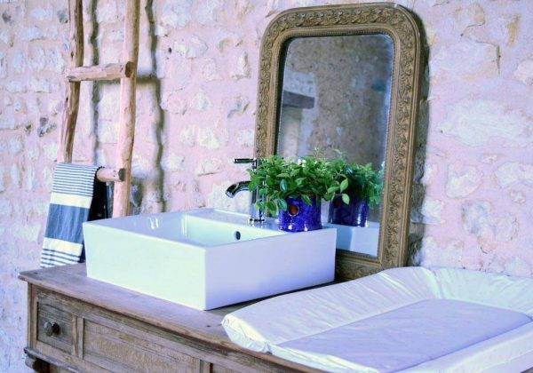 Un Meuble Vasque De Salle De Bains Familial Avec Table A Langer Integree 18h39 Fr