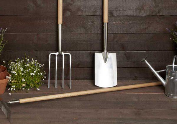nettoyer ses outils de jardin avant l
