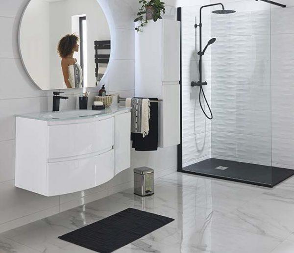 le noir et blanc pour la salle de bains
