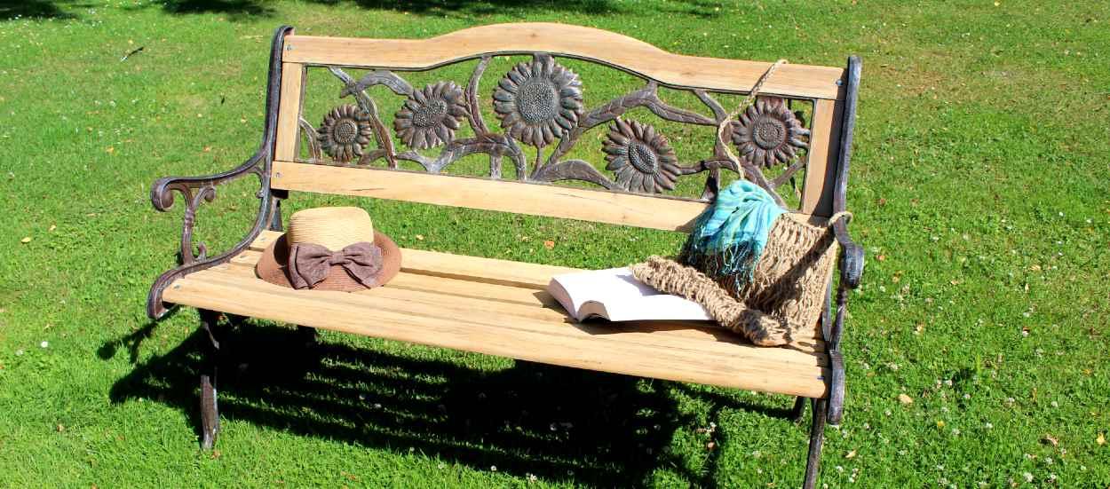vieux banc de jardin en bois et fer