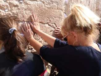 Racist Roseanne Barr at the wall in Israel which is simillar to the wall Donald Trump wants to build