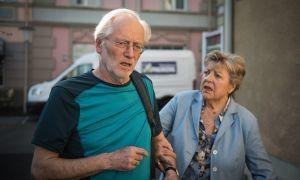 Ausgerechnet Helga (Marie-Luise) bekommt mit, dass Hans (Joachim Luger) nach einem Trainingslauf einen Anfall erleidet. Hoffentlich erzählt sie Anna nichts davon!<br />