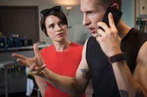 Nico (Jannik Scharmweber) hat Stress. Nicht alles klappt auf Anhieb in seinem neuen EMS-Fitnessstudio und Freundin Angelina (Daniela Bette) stellt wieder einmal seine Kompetenzen infrage.