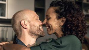 Große Freude bei Neyla (Dunja Dogmani) und Klaus (Moritz A. Sachs) über ihr gemeinsames Kind.