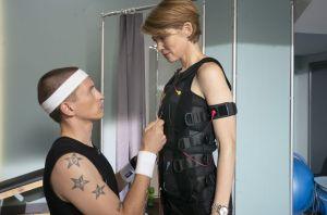 Läuft da etwas zwischen Nico (Jannik Scharmweber) und seiner neuen Kundin Ulrike Volmers (Sonja Baum)?