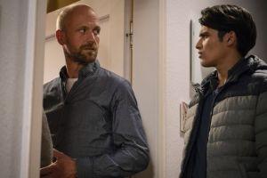 Die Situation ist angespannt: Jamal (Aron Rufer) kommt nicht damit klar, dass seine Mutter Neyla ein Kind von Klaus (Moritz A. Sachs) erwartet.