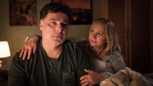 Murat (Erkan Gündüz) leidet darunter, dass Paul ihm nach dem Auftritt des Comedian in der Shisha-Bar seinen Rückzug aus jedem politischen Engagement übelnimmt. Seine Frau Lisa (Sontje Peplow) versucht ihn zu trösten.
