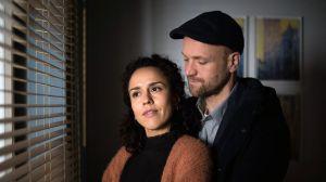 Klaus (Moritz A. Sachs) ist glücklich mit Neyla (Dunja Dogmani) und er hofft zugleich, beim Chefredakteur der 'Karlotta' mit seinen neuen Ideen zu punkten. Ob seine gute Laune anhält?