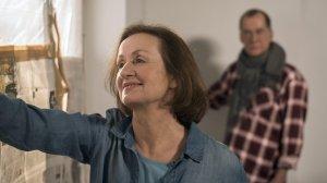 Anna (Irene Fischer) schwelgt im Glück, sie ist total verliebt. Noch ahnt sie nicht, dass Lohmeier etwas mit dem neuen Bauvorhaben in der Lindenstraße zu tun hat