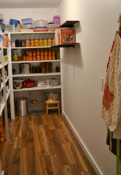 How to transform a walk-in pantry for little money
