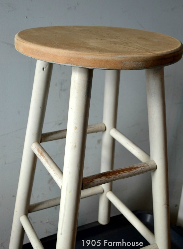 Thrift shop bar stool for $0.99! Already has a rustic, used look to the legs, updating the seat with milk paint