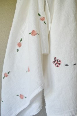 Incredibily easy tea towels using rubber stamps and acrylic paint
