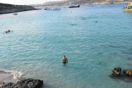 Dans les eaux turquoises du lagon bleu
