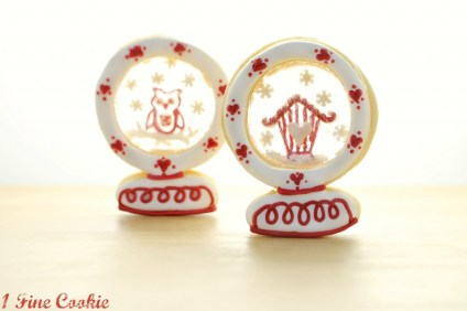sugar cookies, roll out cookie dough, snow globe cookies, star wars cookies, cu out cookies, woodland forest, Scandinavian, cookies, Norwegian, swedish, owl, squirrel, red, white, christmas, holiday, royal icing, how to decorate, piping icing,