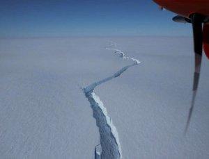 Antarktika'dan Kopan, Los Angeles'tan Bile Daha Büyük Buzdağı Korkutuyor
