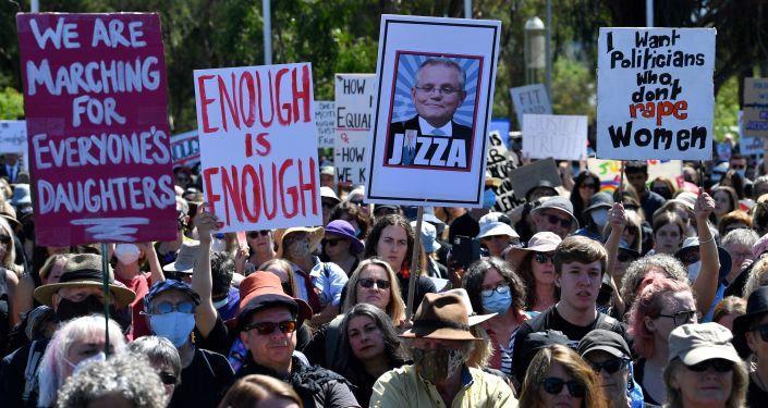 Avustralya'da emniyet müdürünün 'cinsel ilişkiye rıza için telefon uygulaması' önermesi tartışma yarattı