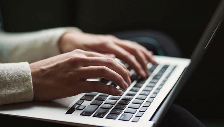 AB, terör paylaşımlarının internetten bir saatte kaldırılmasına yönelik düzenlemeyi kabul etti
