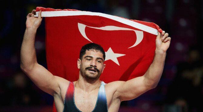 Taha Akgül: Böyle bir rekoru ülkemize getirdiğim için gururlu ve mutluyum