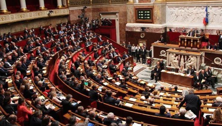 Fransa'da 16 emekli general Meclis'teki gruplara dosya göndermiş