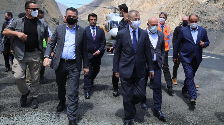 Bakan Pakdemirli, Yusufeli Barajı şantiyesinde incelemelerde bulundu