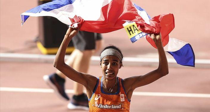 Hollandalı atlet, kadınlar 10 bin metrede dünya rekorunu kırdı