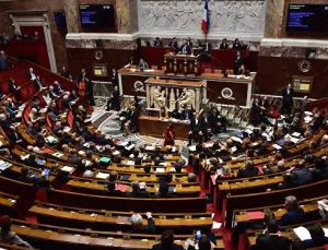 Fransa Parlamentosu, tartışmalı koronavirüs aşı pasaportu yasa tasarısını kabul etti