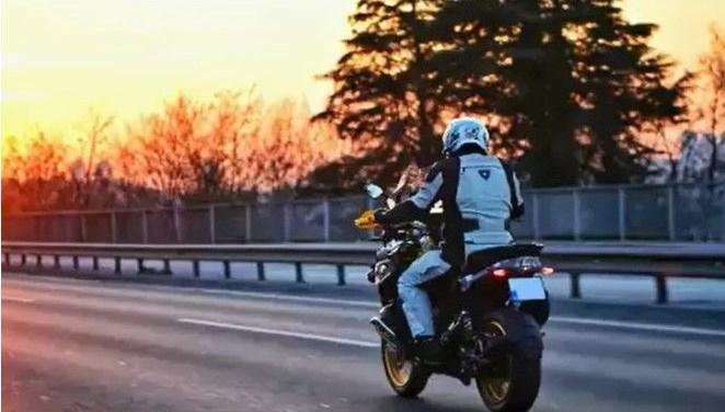 İstanbul Valisi Ali Yerlikaya motosikletiyle memleketine gitti