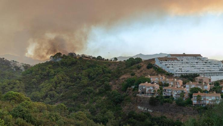 i̇spanya'da tatil beldesinde yangın: yaklaşık 500 kişi tahliye edildi