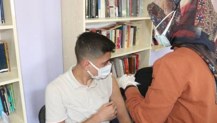 okullarda aşı çalışmaları başladı: öğrenciler velilerin onayı ile aşılandı