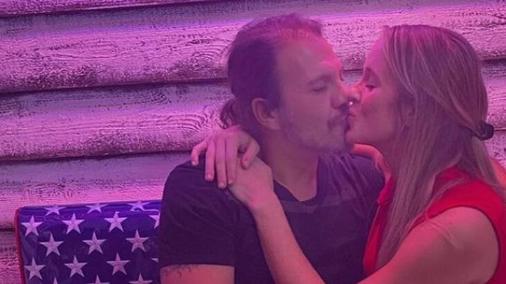 tolga karel eşini öpücüklere boğdu