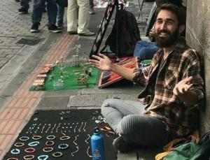türk gezgin berkan bilgiç bileklik satarak 40 ülke gezdi