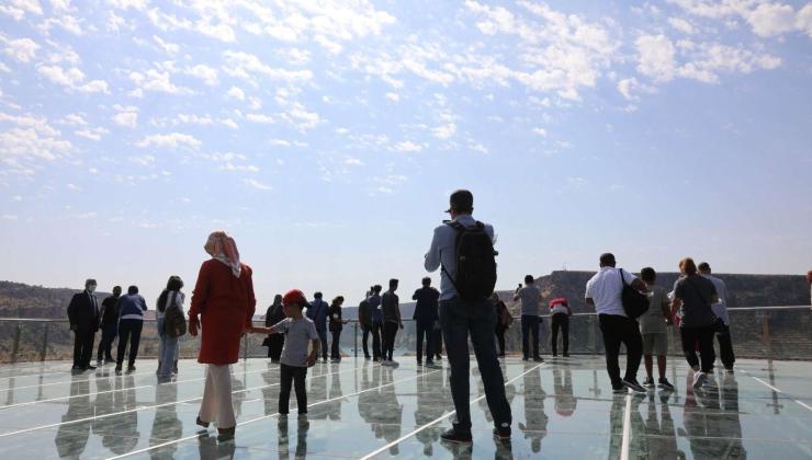 150 metre yüksekteki cam teras ziyaretçilere açıldı