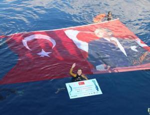 Bakan Kasapoğlu'ndan Şahika Ercümen'e tebrik