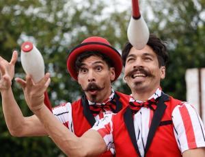 dünyayı gezerek gösteri yapan arjantinli ikizler türkiye'de