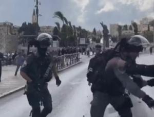 i̇srail'den filistinlilere gaz ve ses bombasıyla müdahale