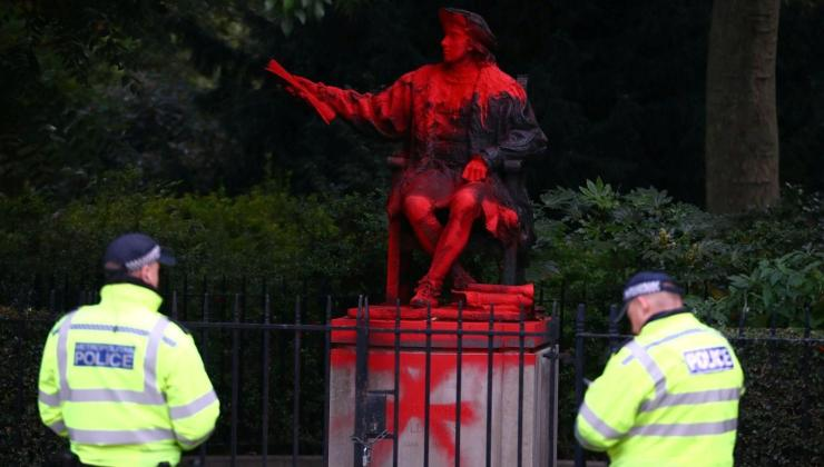 kristof kolomb günü'nde heykeline saldırı