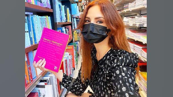 Mina Tugay Kitapçıya koştu!
