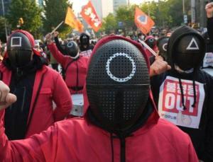 squid game sendikalara ilham verdi: 80 bin işçi güney kore'de gösteri yaptı