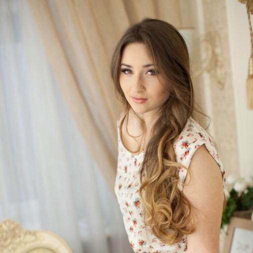 Viktoria find bridesmaid gifts