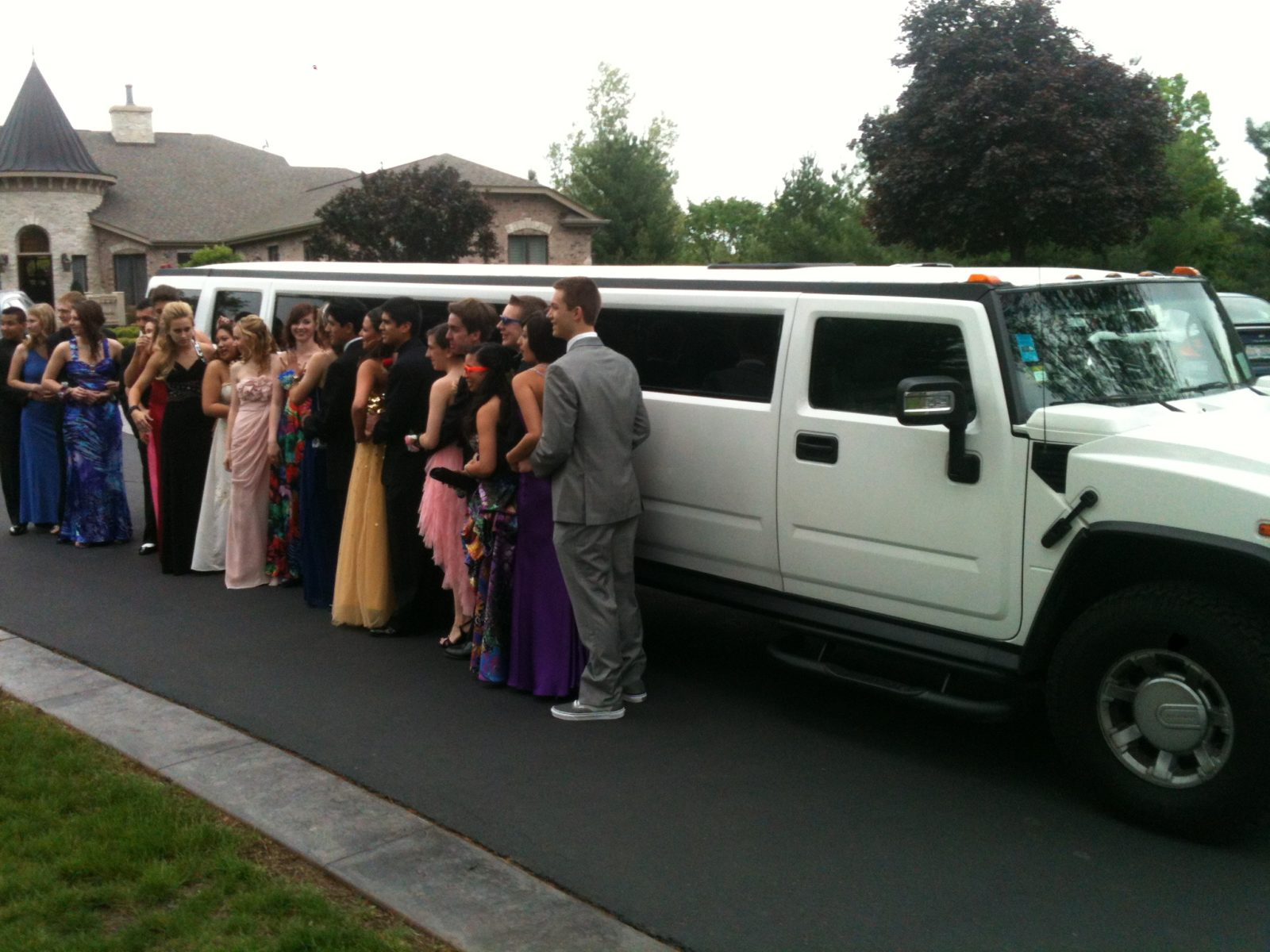 Things to consider when renting a prom limo 1st Class Transportation